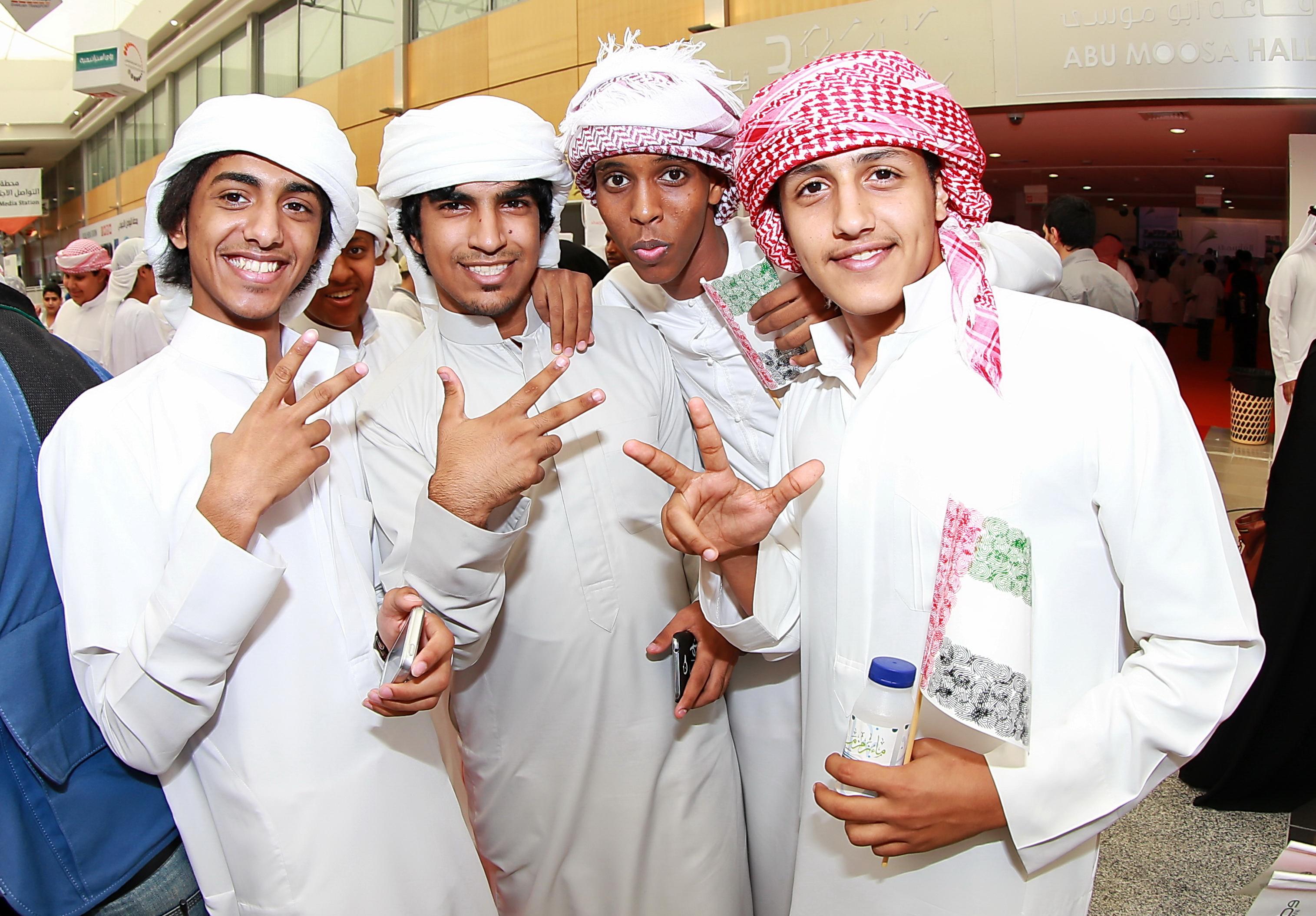 катар люди фото фотографироваться парами